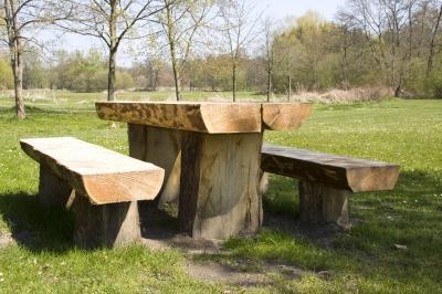 Gemütlicher Sitzplatz aus Naturholz