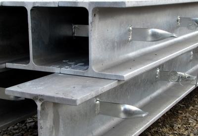 Baustelle T-Träger verzinkt
