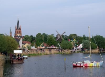 Heilig-Geist-Kirche & Bockwindmühle