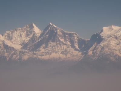 Himalaja über Smogschicht in Nepal