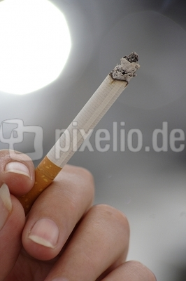 Rauchende Hand