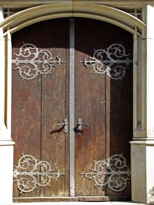 alte Tür mit tollen Beschlägen