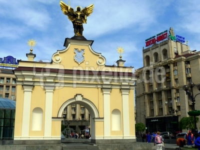 Das Ladski-Tor auf dem Platz der Unabhängigkeit