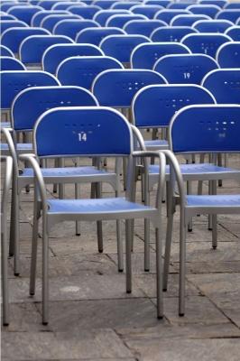 Die leere Stuhlreihe