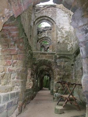 Kreuzgang in der Ruine der Klosterkirche Oybin