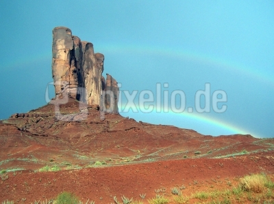 Rainbow im Monument Valley /Arizona/Utah