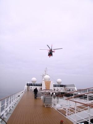 Helikopter kreist über dem Schiff.....