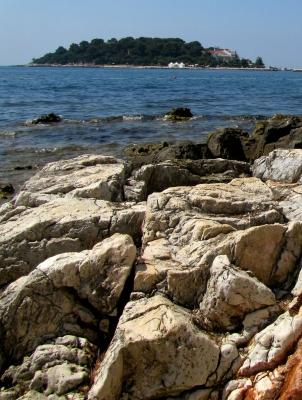 Marmorklippen und Insel Sveta Nikola (Istrien)