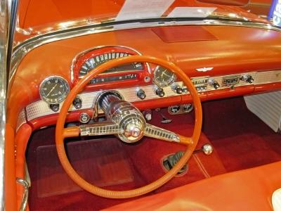 05_Ford Thunderbird 1955 Detail Amaturenbrett