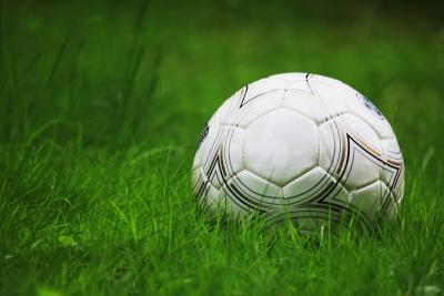 Fussball im Gras 1