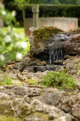 Fliessendes Wasser auf Steinen