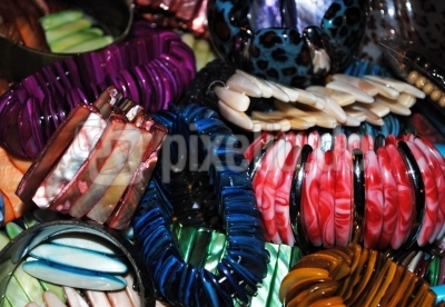 bunte Armbänder