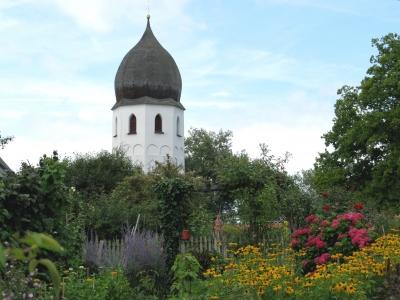 Bauerngarten vor der Klosterkirche auf der Fraueninsel