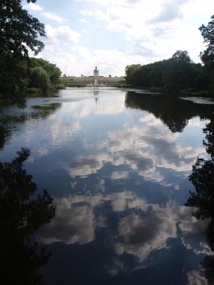 Wolkenspiegelung im Teich