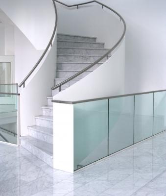 Treppenhaus Marmor und Glas_2