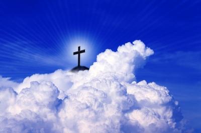 Kreuz  in Wolken
