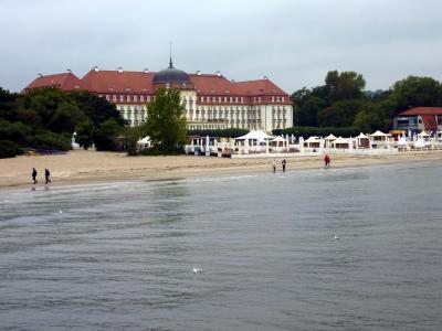 Blick von der Mole in Sopot ( Polen ) auf das Grand Hotel