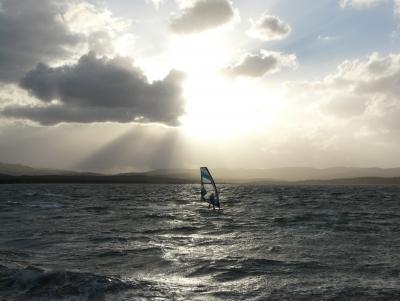 windsurfing in der abendsonne