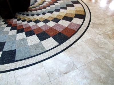 kunstvoller Marmor- und Fliesenboden