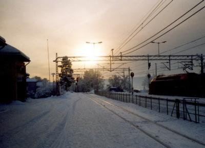 Olympiastadt Lillehammer (Norwegen), Bahnhof bei Sonnenuntergang