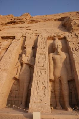 Tempelanlagen von Abu Simbel am Westufer des Sees