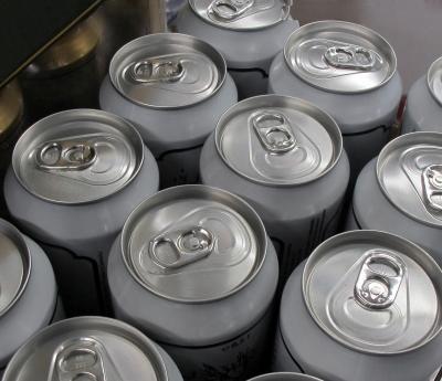 Moderne Getränkedosen