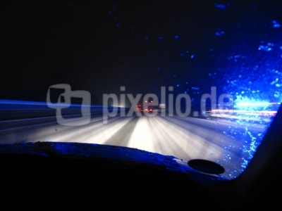 Autobahn Schnee Blaulicht