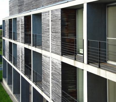 Hotelbau mit Holzfassade