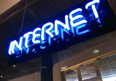 Leuchtschrift Internet