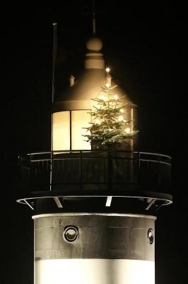 Leuchtturm mit Weihnachtsbaum 3