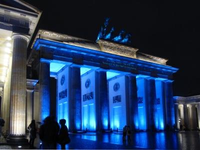 Brandenburger Tor in blauer Lichtstimmung