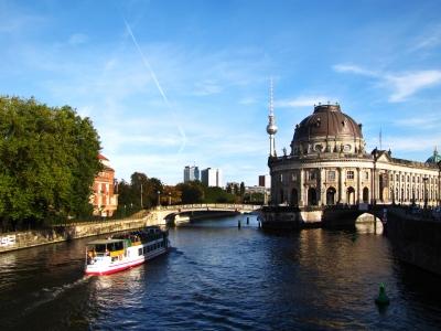 Museumsinsel Berlin und Fernsehturm Ost_quer