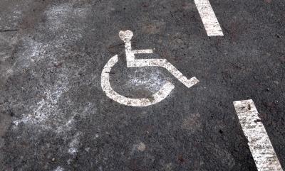 Markierung des Rollstuhl Fahrsteifens