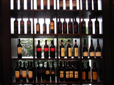Weinflaschenregal