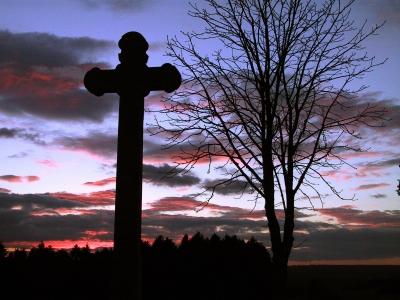 Kreuz vor Abendrot