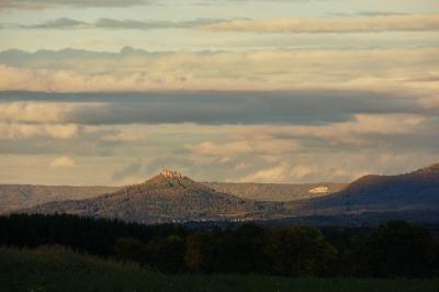 Hohenzollern mit Burg im Abendlicht