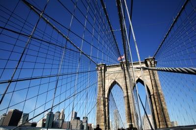 Brooklyne-Bridge vor Skyline Manhattan