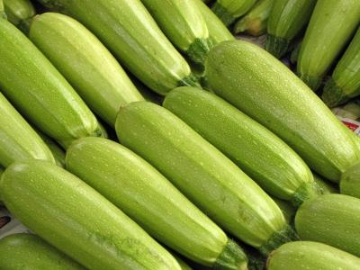 Zucchinis (auf dem Markt)