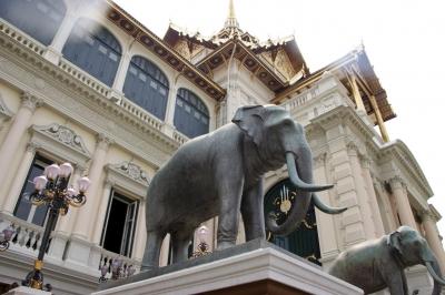 Elefanten vor dem Königspalast in Bangkok