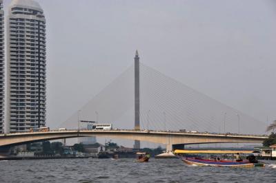 Rama-VIII-Brücke über den Chao Phraya