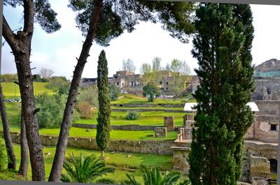 Am Rande der Ausgrabungsstätte in Pompeji
