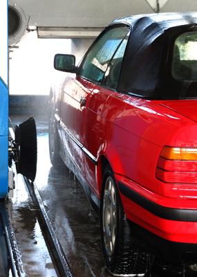 Wagenwäsche für den Cabrio-Frühling