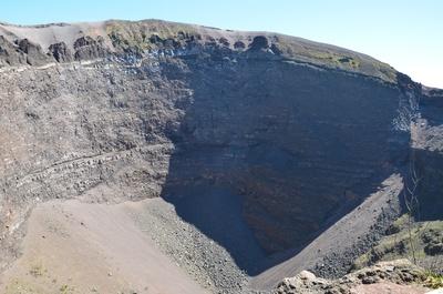 Am Krater des Vesuv