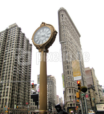 NYC - Flatiron-Building mit Standuhr