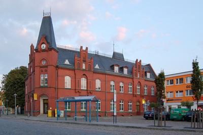 Postgebäude am Marktplatz in Bergen auf Rügen