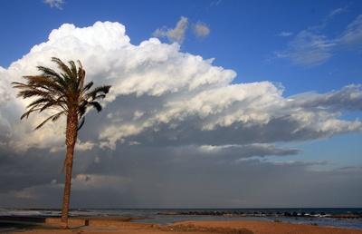 Wolken über der Costa Brava