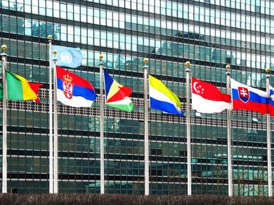 Flaggen vor dem UNO-Gebäude