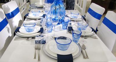 Festtags-Tafel in blau-weiss