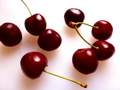 rote Kirschen eß ich gern,schwarze noch viel lieber...