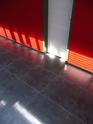 Bodenfliesen mit Licht- und Farbeffekten